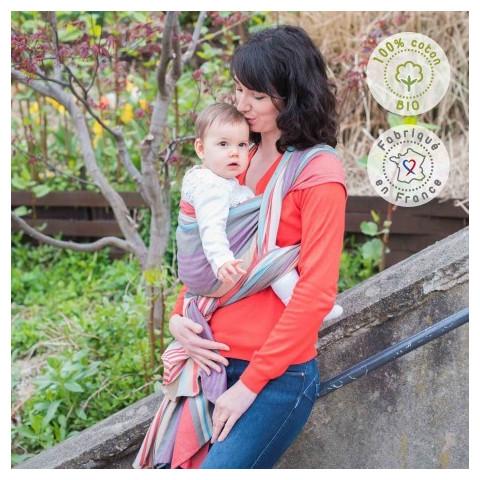 Echarpe de portage hugo bio rayée, porte bébé physiologique de Néobulle, strasbourg