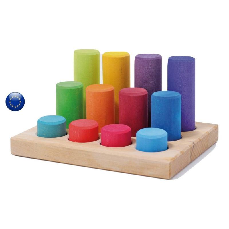 Escalier de cylindres colorés à trier, jeu d'encastrement et de tri, Grimm's